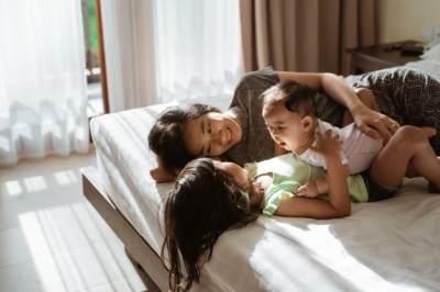 2. Mengurus Anak di Waktu Bersamaan