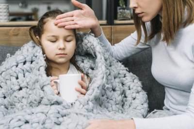 7 Makanan yang Bantu Atasi Anak Demam & Sakit Tenggorokan