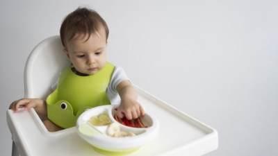 Berbahaya, Ini 7 Jenis Makanan yang Tidak Boleh Diberikan Pada Bayi