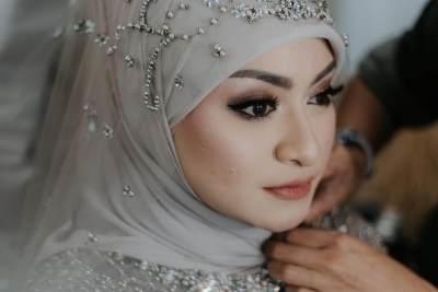 Makeup, Hijab dan Gaun Pengantin Nathalie Holscher, Sukses Curi Perhatian!