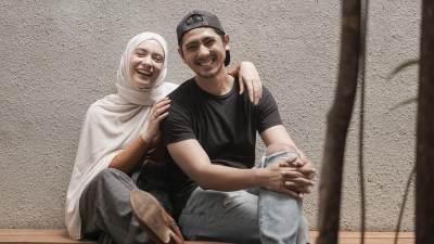 Gaya Hijab Simpel ala Putri Anne, Istri Arya Saloka yang Bisa Jadi Inspirasi