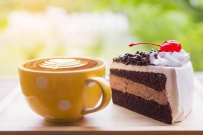Makanan dan Minuman Tinggi Gula