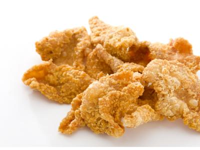 5 Tips Memasak Kulit Ayam Gurih Krispi Tahan Lama