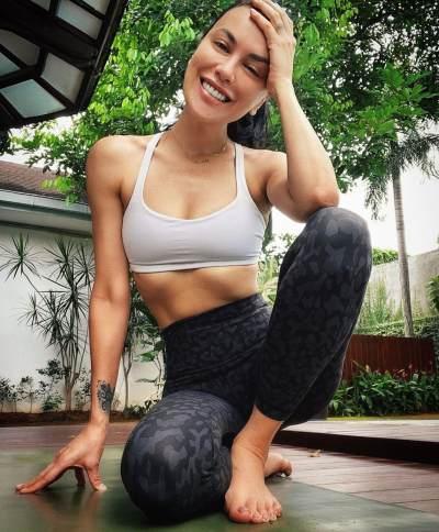 Yoga Jadi Rahasia Cantiknya