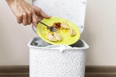 Membiarkan Sampah Dapur Menumpuk