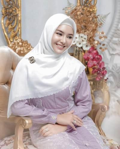 3. Kolaborasi dengan Desainer Muslimah