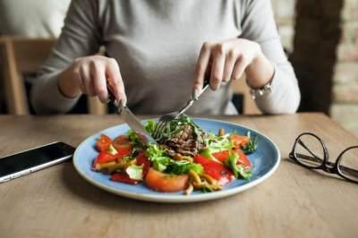 Konsumsi Makanan Nutrisi Seimbang