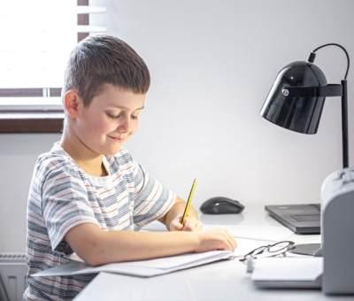 Jangan Asal, Ini 5 Tips Memilih Lampu Belajar yang Bersahabat dengan Anak