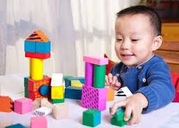 Hindari Memberikan Anak Mainan yang Bertepi Tajam dan Berat
