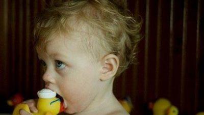 Pilih Mainan yang Berukuran Lebih Besar daripada Mulutnya